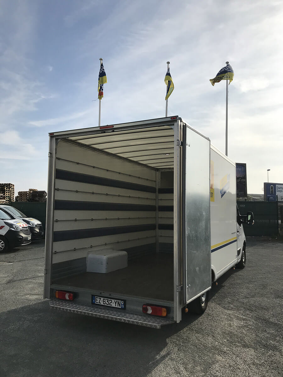 renault master plancher cabine avec caisse 19m3 berger location. Black Bedroom Furniture Sets. Home Design Ideas