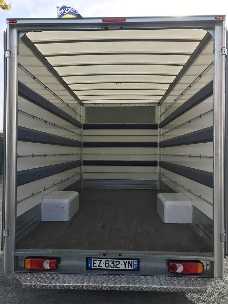 location camion hayon trendy mercedes atgo hayon m with location camion hayon location. Black Bedroom Furniture Sets. Home Design Ideas